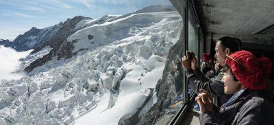 Jungfraujoch Asiaten Eismeer Blick aus Eiger