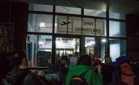 Viele Touristen, wenig Überblick: Die Abflughalle in Kathmandu muss man erst mal finden.