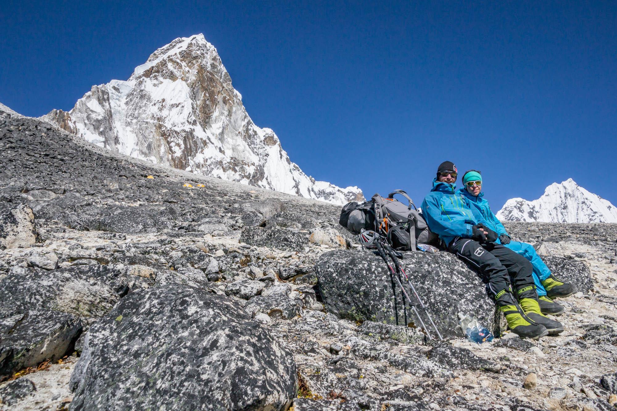 Runter mit dem Rucksack: Wir verschnaufen im ABC beim Abstieg von der Ama Dablam.