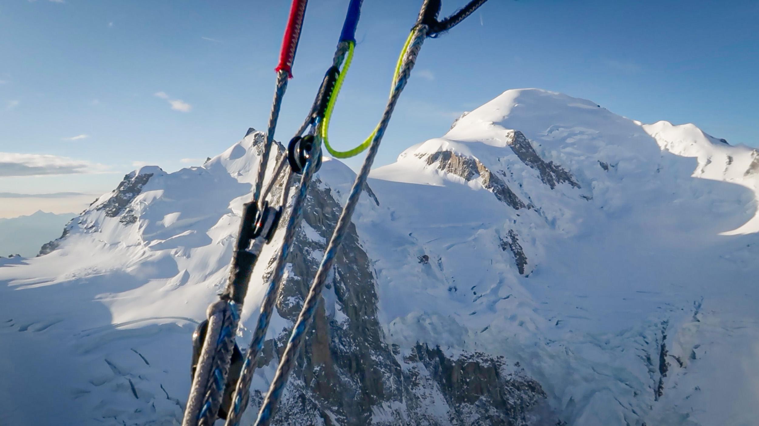 Rückblick zum Gipfel beim Flug vom Mont Blanc